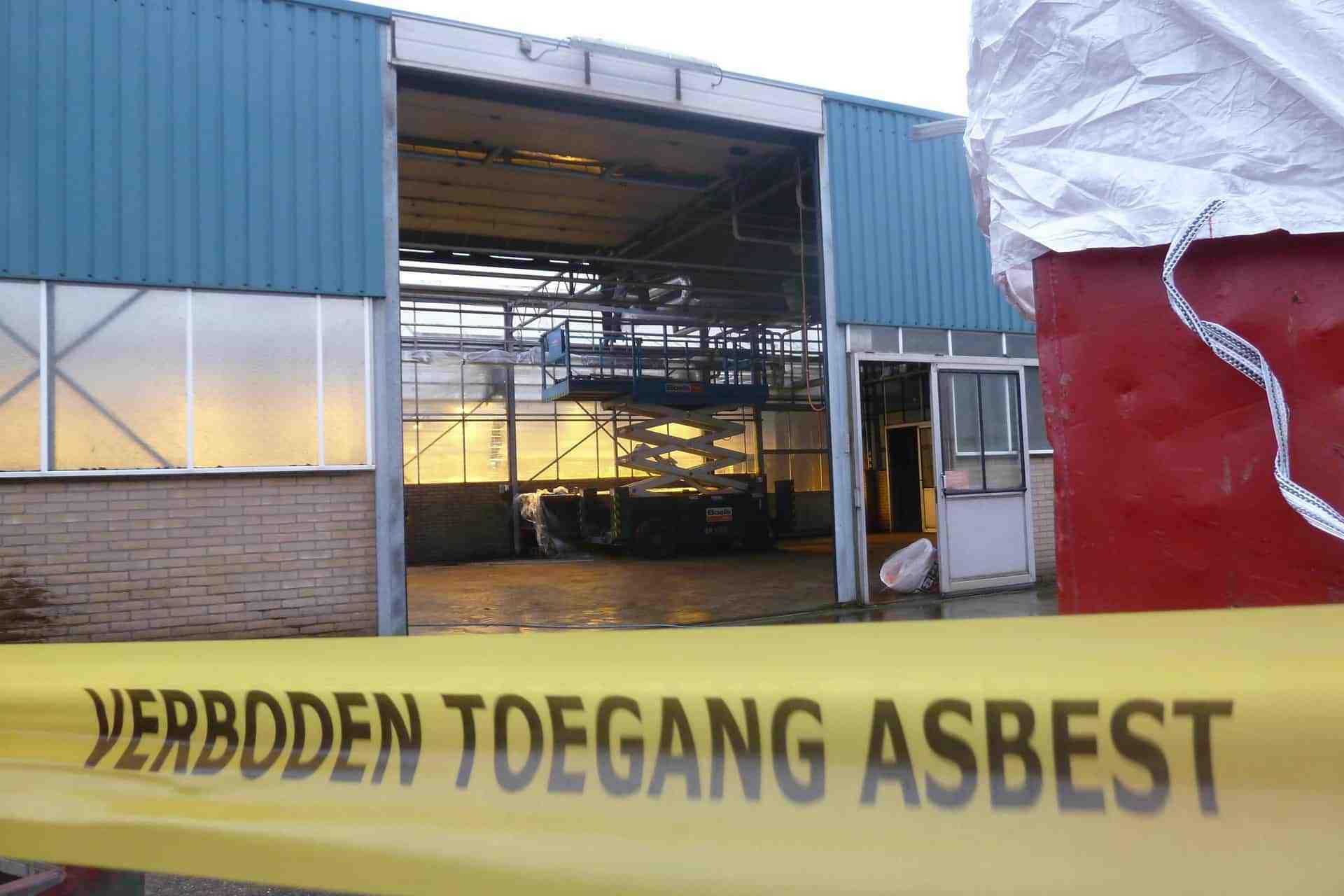 Asbest verwijderen van uw bedrijfspand? Wij verwijderen asbest van uw kas, loods, schuur of stal al binnen 2 dagen!
